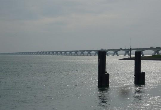 Beeindruckend: Zeelandbrug über die Osterschelde (5,5 km lang)